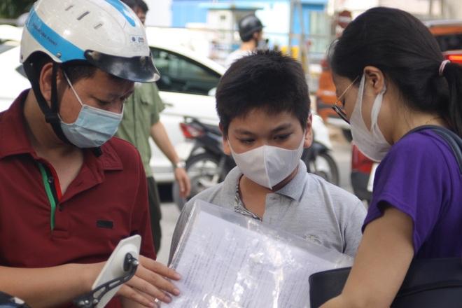 Hôm nay, hơn 3000 thí sinh tranh tài vào lớp 6 trường THCS Nguyễn Tất Thành - 1