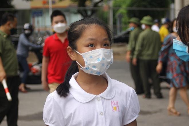 Hôm nay, hơn 3000 thí sinh tranh tài vào lớp 6 trường THCS Nguyễn Tất Thành - 19