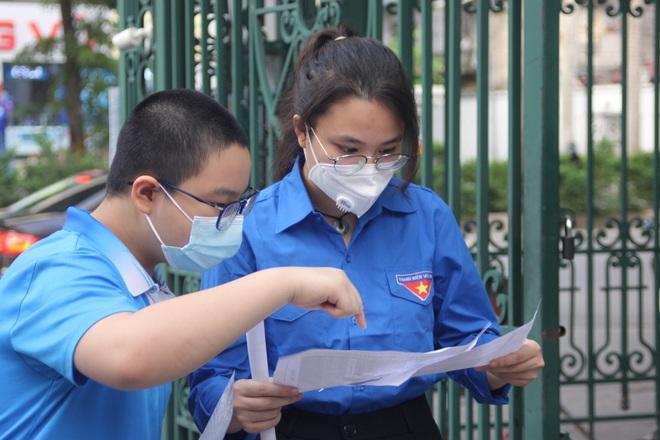 Hôm nay, hơn 3000 thí sinh tranh tài vào lớp 6 trường THCS Nguyễn Tất Thành - 5