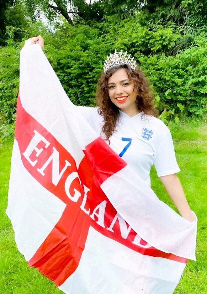 Dàn thí sinh thi Hoa hậu cổ vũ đội tuyển Anh vô địch Euro 2020 - 5
