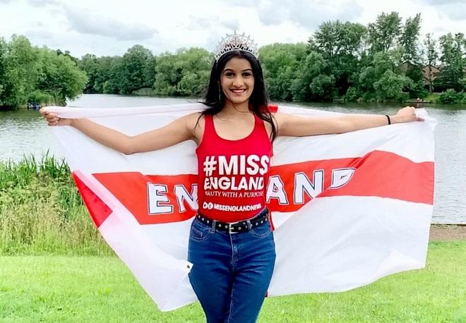 Dàn thí sinh thi Hoa hậu cổ vũ đội tuyển Anh vô địch Euro 2020 - 7