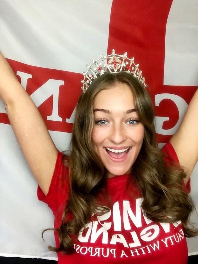 Dàn thí sinh thi Hoa hậu cổ vũ đội tuyển Anh vô địch Euro 2020 - 8