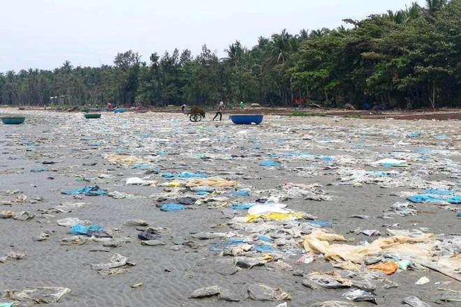 Kinh hãi cảnh rác thải nhựa dày đặc trên đảo ngọc của Quảng Nam - 3