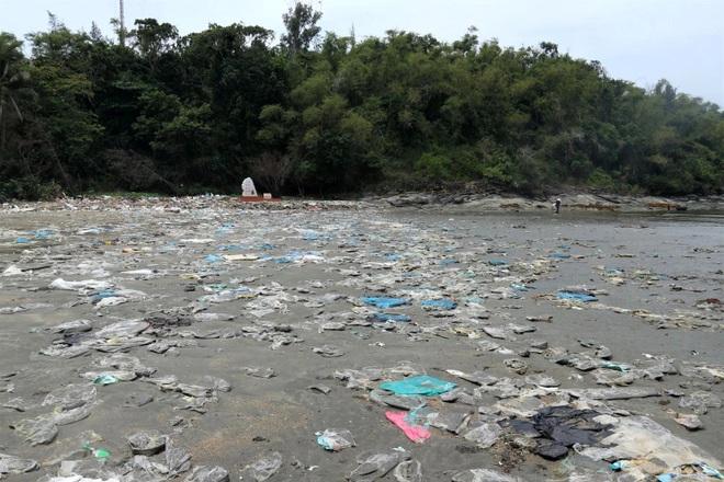Kinh hãi cảnh rác thải nhựa dày đặc trên đảo ngọc của Quảng Nam - 4
