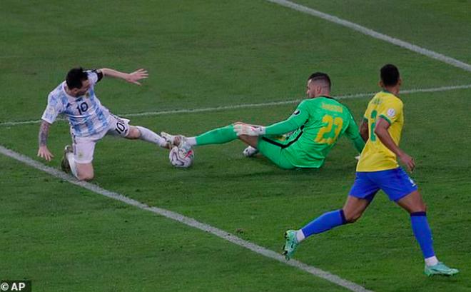 HLV Argentina tiết lộ sốc về Messi sau trận chung kết Copa America - 2