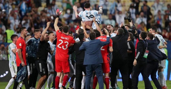 HLV Argentina tiết lộ sốc về Messi sau trận chung kết Copa America - 3