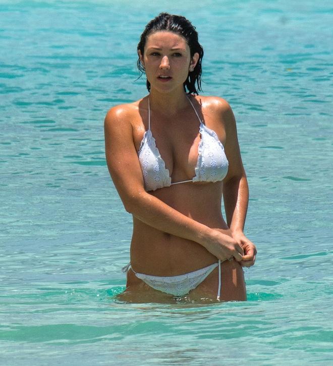Mê mẩn trước vẻ đẹp nóng bỏng của bạn gái các ngôi sao Italia - 7