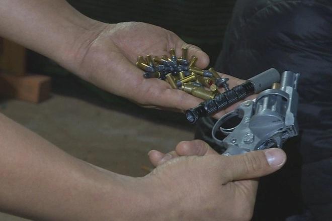 Rút súng khi bị CSGT kiểm tra, rồi lại xin hối lộ 100 triệu đồng - 2