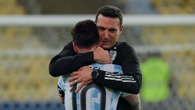 HLV Argentina tiết lộ sốc về Messi sau trận chung kết Copa America - 1