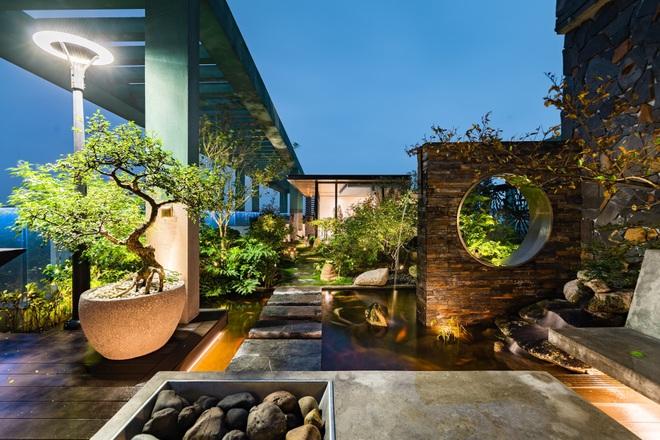 Vợ chồng chi tiền tỷ làm sân vườn, hồ cá Koi ở căn penthouse tầng 30 - 5