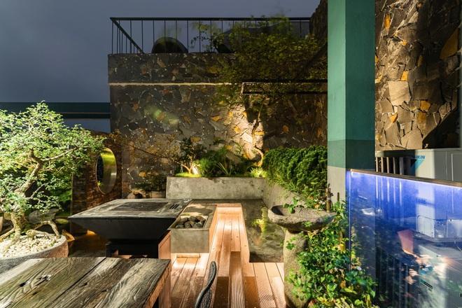 Vợ chồng chi tiền tỷ làm sân vườn, hồ cá Koi ở căn penthouse tầng 30 - 7