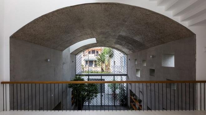 Nhà phố rộng 380 m2 với 3 phòng ngoài trời hình vòm độc đáo ở Sài Gòn - 1