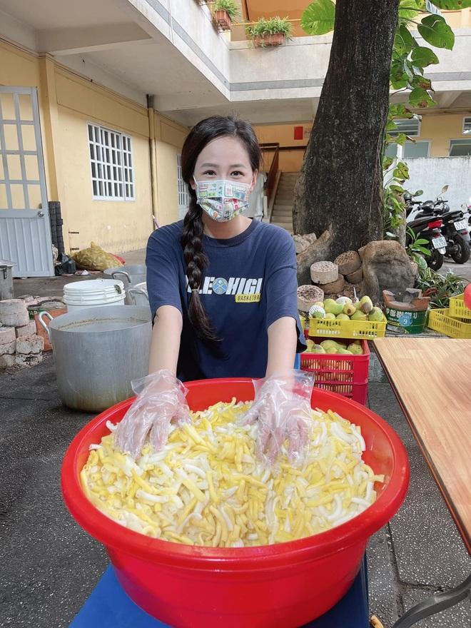Lộ mặt mộc, Hoa hậu Mai Phương Thúy, Tiểu Vy hiện nguyên hình ra sao?