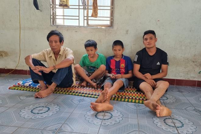 Cô gái nghẹn ngào cầu xin các nhà hảo tâm cứu giúp người cha nghèo khổ - 5