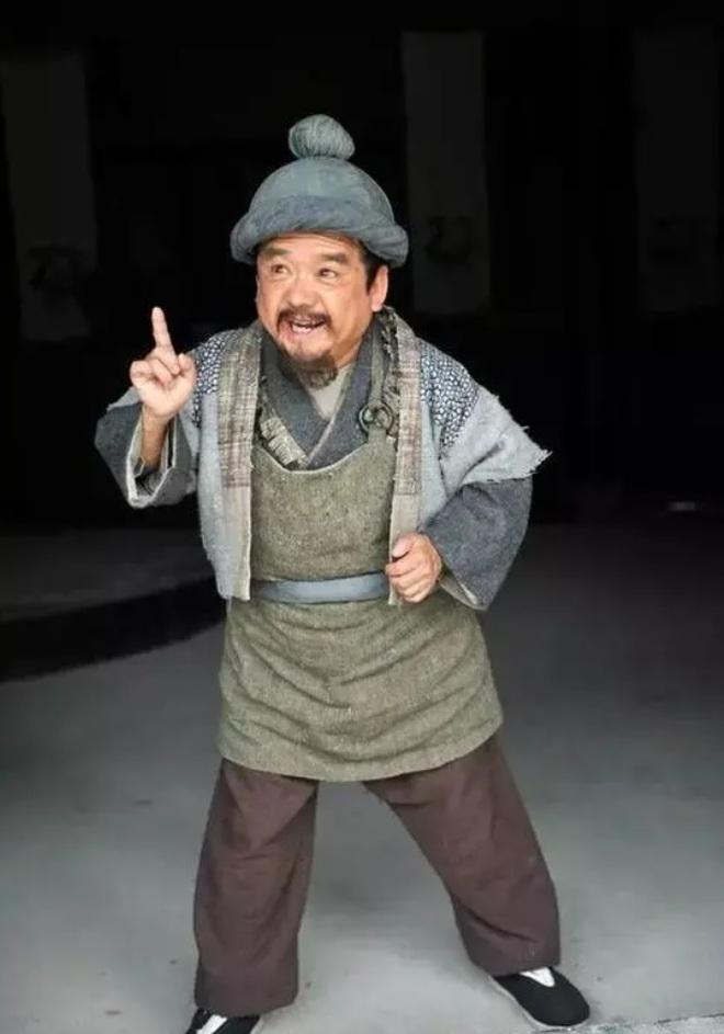 Nam diễn viên lùn nhất Trung Quốc: Lấy 4 người vợ đều là... mỹ nữ - 2