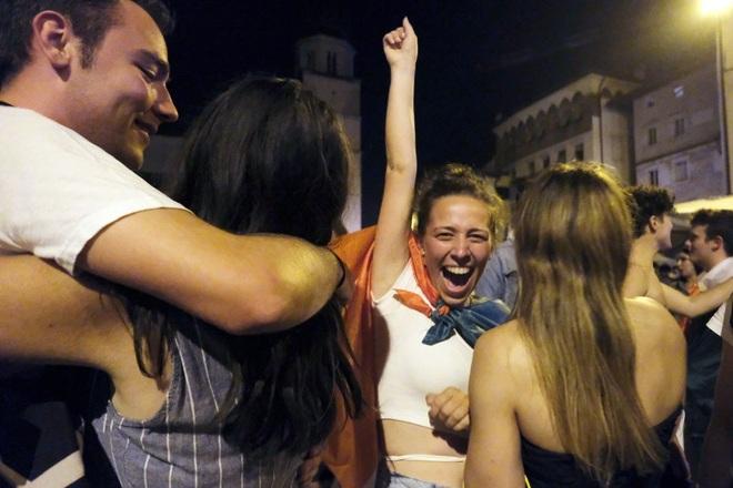 Cổ động viên Italia đi bão ăn mừng đội nhà vô địch Euro - 9