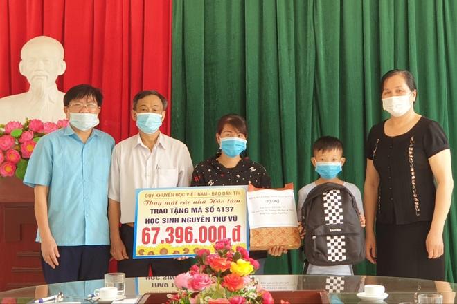 Quỹ Khuyến học Việt Nam trao tặng cậu học trò nghèo hơn 67 triệu đồng - 1