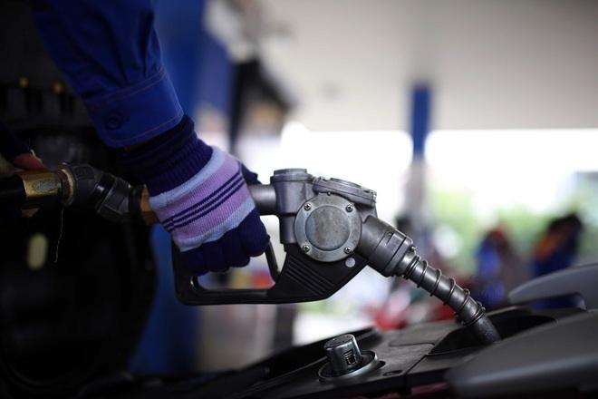 Giá xăng tăng rất mạnh từ chiều nay - 1