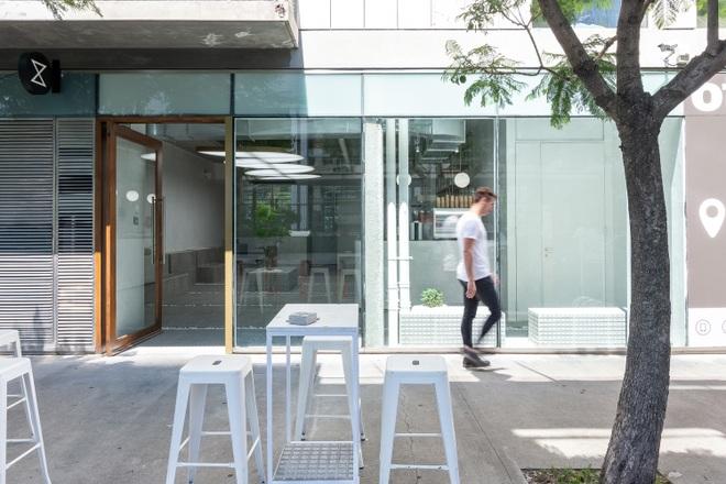 Lạ lùng quán cà phê không bàn ghế vẫn hút khách nhờ chi tiết đặc biệt - 9