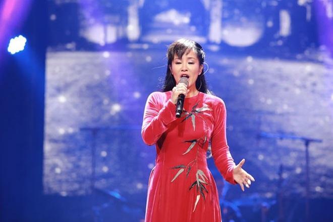 Diva Hồng Nhung, Mỹ Linh xử lý đỉnh cao loạt sự cố quên lời, mic mất tiếng