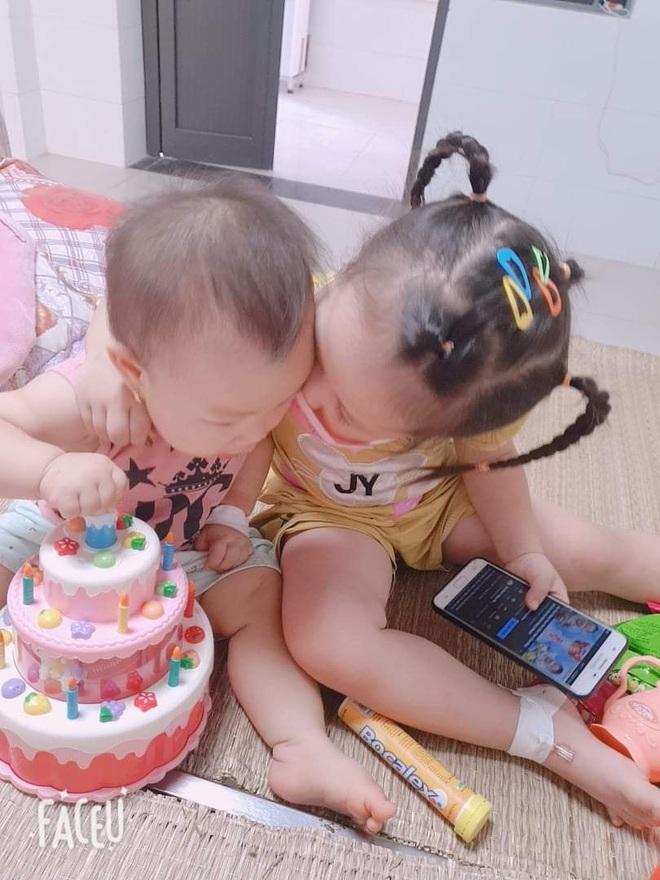 Xúc động khoảnh khắc 2 bé gái F0 vui chơi trong khu điều trị Covid-19 - 3