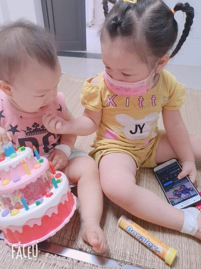 Xúc động khoảnh khắc 2 bé gái F0 vui chơi trong khu điều trị Covid-19 - 4