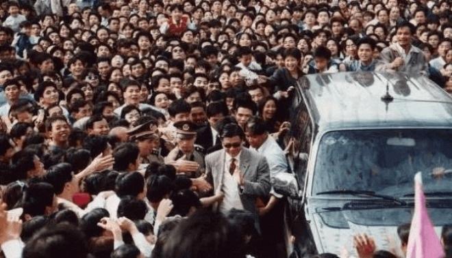 Trùm phản diện xả 10 nghìn đô la Hồng Kông xuống bồn cầu giờ thế nào? - 4