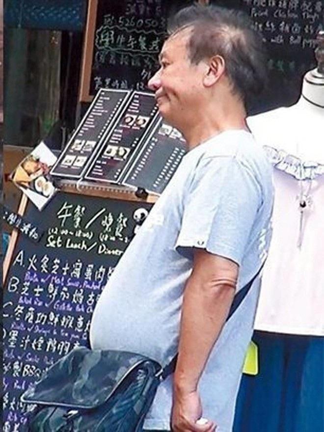 Trùm phản diện xả 10 nghìn đô la Hồng Kông xuống bồn cầu giờ thế nào? - 8