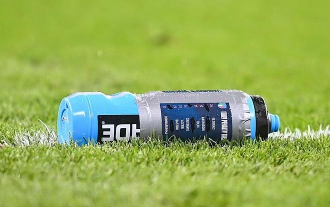Pickford cản phá hai lượt sút luân lưu nhờ bí kíp ghi trên chai nước - 2