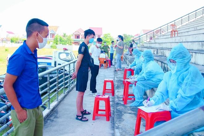Nghệ An: Phát hiện xe khách chở 20 người về từ vùng dịch - 2