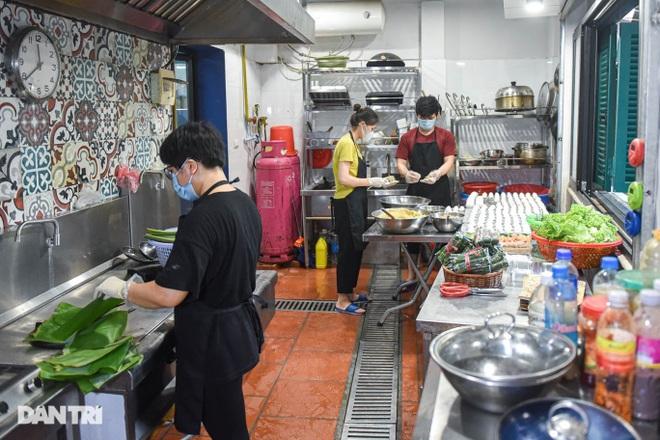 Tìm lại hương vị Việt trong món bánh nếp trứ danh Hà thành - 2