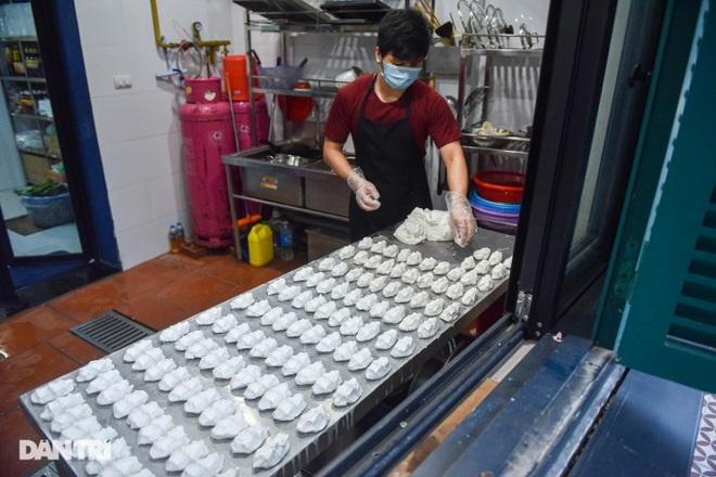 Tìm lại hương vị Việt trong món bánh nếp trứ danh Hà thành - 12