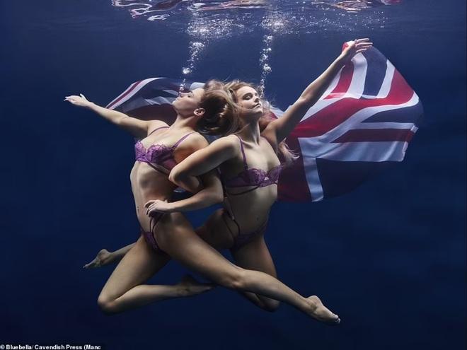 Vẻ đẹp hút hồn của hai nữ vận động viên bơi nghệ thuật - 4