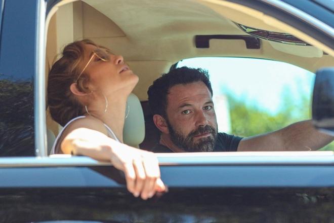 Jennifer Lopez cực ngầu lúc tắc đường, Ben Affleck không thể rời mắt - 3