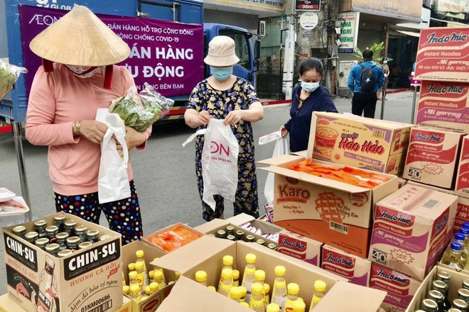 TPHCM: 189 chợ tạm ngừng hoạt động, nhân viên siêu thị mướt mồ hôi - 3