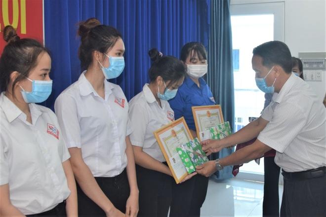 Khen thưởng đột xuất SV trường CĐ Y tế Bạc Liêu tình nguyện chống dịch  - 1