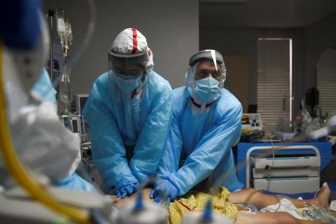 Bệnh viện ở Mỹ lại quay cuồng vì Covid-19 - 2