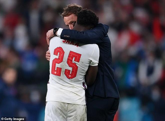 Saka chia sẻ về cảm giác cay đắng khi trở thành tội đồ của đội tuyển Anh - 1