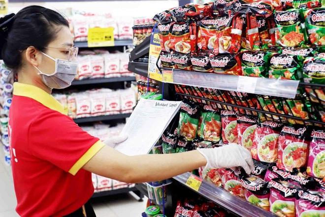TPHCM: 189 chợ tạm ngừng hoạt động, nhân viên siêu thị mướt mồ hôi - 2