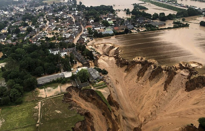 Hơn 120 người chết do mưa lũ như sóng thần ở châu Âu - 1