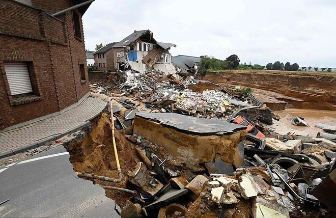 Hơn 120 người chết do mưa lũ như sóng thần ở châu Âu - 2