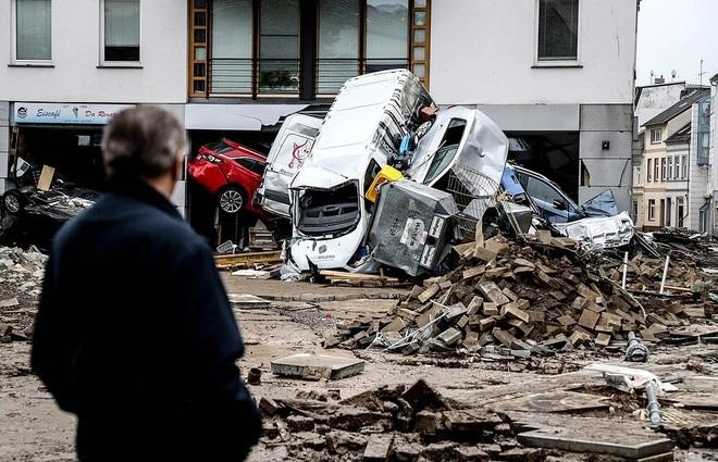 Hơn 120 người chết do mưa lũ như sóng thần ở châu Âu - 6