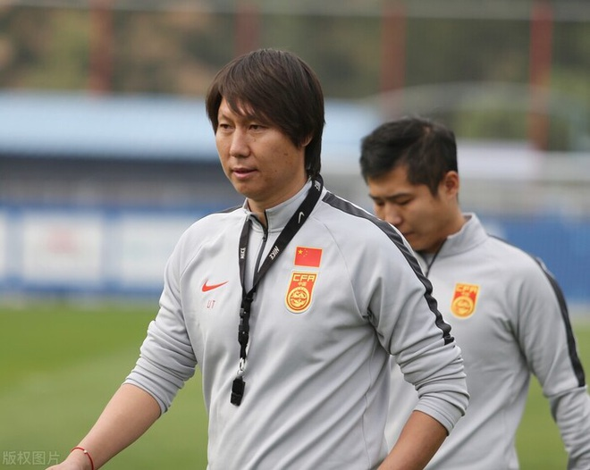 Báo Trung Quốc: HLV Li Tie chưa đủ đẳng cấp để thắng tuyển Việt Nam - 1