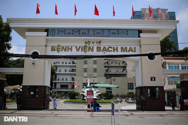 Cựu Giám đốc Bệnh viện Bạch Mai bắt tay thổi giá thiết bị y tế như thế nào? - 1