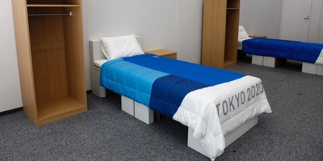 Vừa nhập làng Olympic, VĐV đã tranh thủ thử giường chống quan hệ tình dục - 1