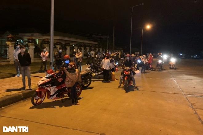 """Hàng nghìn người từ phía Nam đổ về cửa ngõ Tây Nguyên trước """"giờ G"""""""