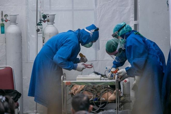Indonesia bên bờ vực thảm họa, 114 bác sĩ chết vì Covid-19 trong tháng 7 - 1