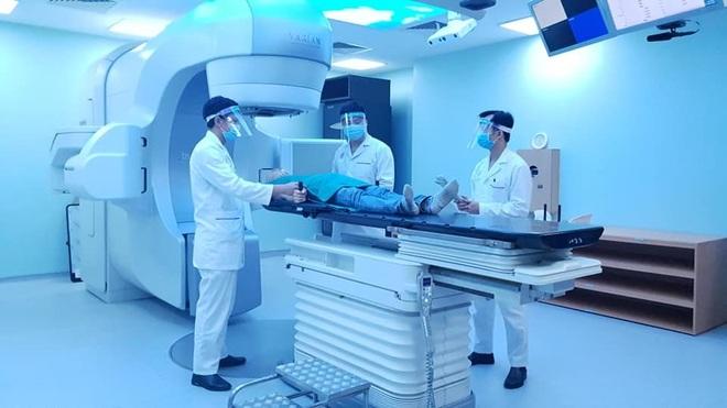 Mùa dịch Covid-19, bệnh nhân ung thư có nên trì hoãn xạ trị? - 1