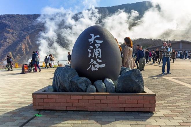 Đặc sản trứng đen sì chín không cần lửa, được xem là bí quyết trường thọ - 1