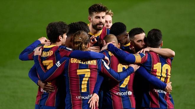 Barcelona ra động thái mạnh mẽ, khiến các cầu thủ méo mặt - 1